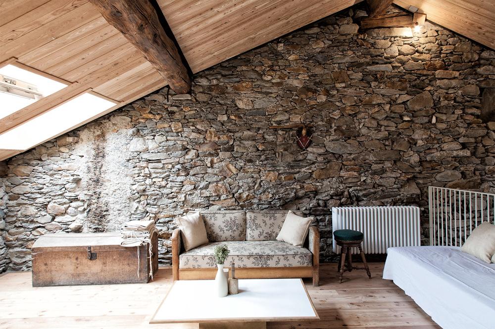 San colombano exilles la ristrutturazione di una baita for Interno di una casa